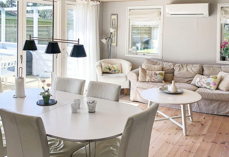Adorable Holiday Home in Væggerløse With Terrace, Vaeggerlose, Stofa