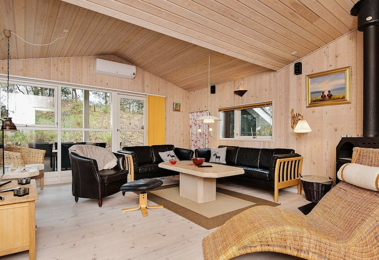 Cosy Holiday Home in Glesborg With Sauna, Glesborg, Living Room
