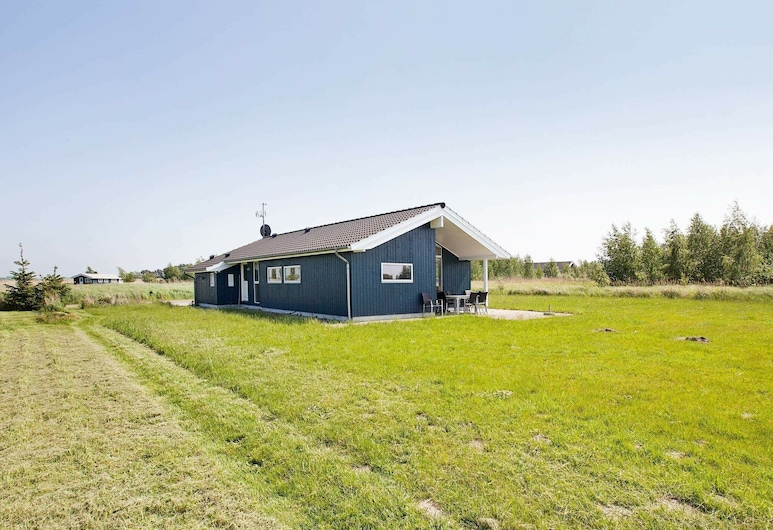 Spacious Holiday Home at Rodby With Whirlpool, Rodby