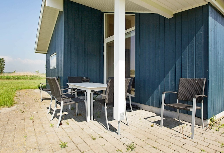 Spacious Holiday Home at Rodby With Whirlpool, Rodby, Balcony