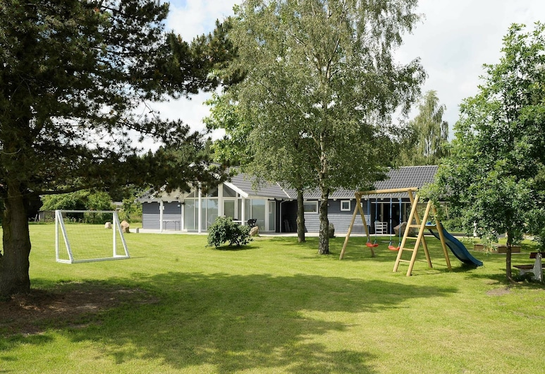 Spacious Holiday Home in Silkeborg With Sauna, Silkeborg, Property Grounds