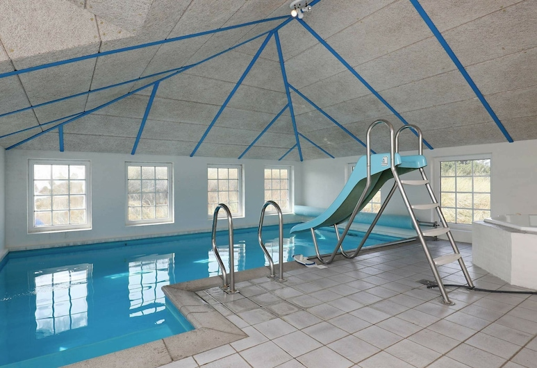 Classic Holiday Home in Ringkøbing With Swimming Pool, רינגקובינג, בריכה