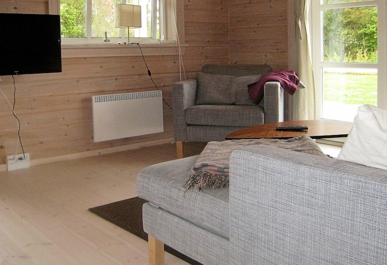 Cozy Holiday Home in Skibby With Roofed Terrace, Skibby, Living Room