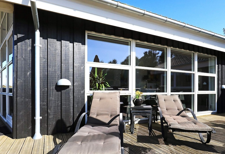 Balmy Holiday Home in Blåvand With Private Pool, Blovanda, Balkons