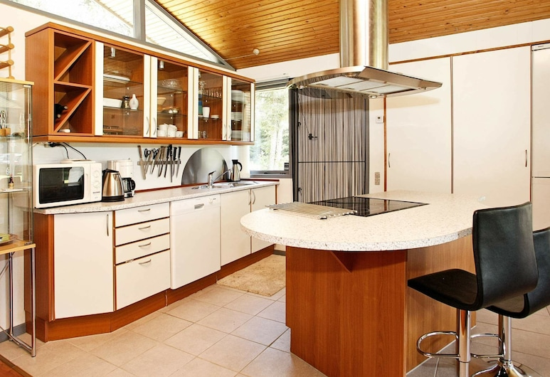 Attractive Holiday Home in Lokken With Terrace, Lokken, Private kitchen