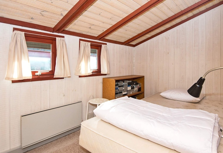 Serene Holiday Home in Juelsminde With Whirlpool, Juelsminde