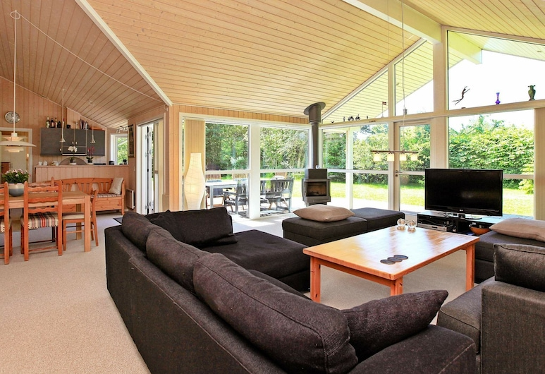 Serene Holiday Home in Vejby Denmark With Sauna, فيجبي