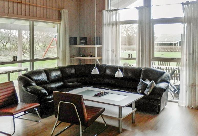 Cozy Holiday Home in Storvorde Denmark With Private Spa, Storvorde, Olohuone