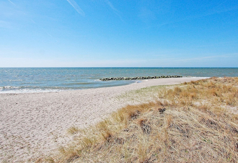 Bright Holiday Home in Lolland Denmark With Terrace, Rodby, Strönd