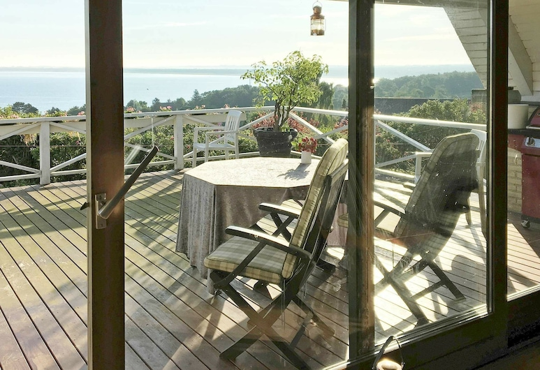 Lovely Holiday Home in Zealand Denmark With Sea View, Asnaes, Varanda