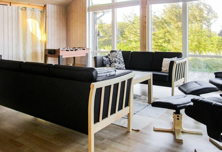 Spacious Holiday Home in Harboore With Sauna, Harboore, Obývačka
