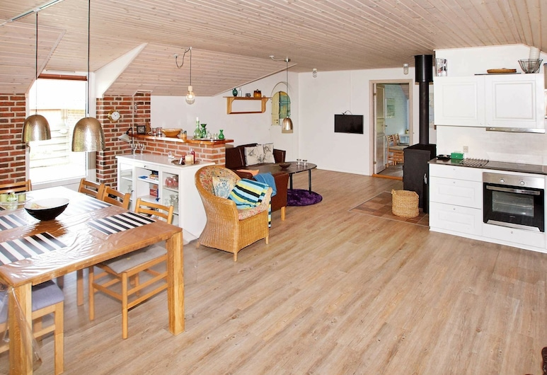 Cosy Holiday Home in Hemmet Near Sea, Hemmet, Private kitchen