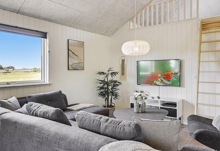 Simplistic Holiday Home in Stege With Pool, Stege, Salon
