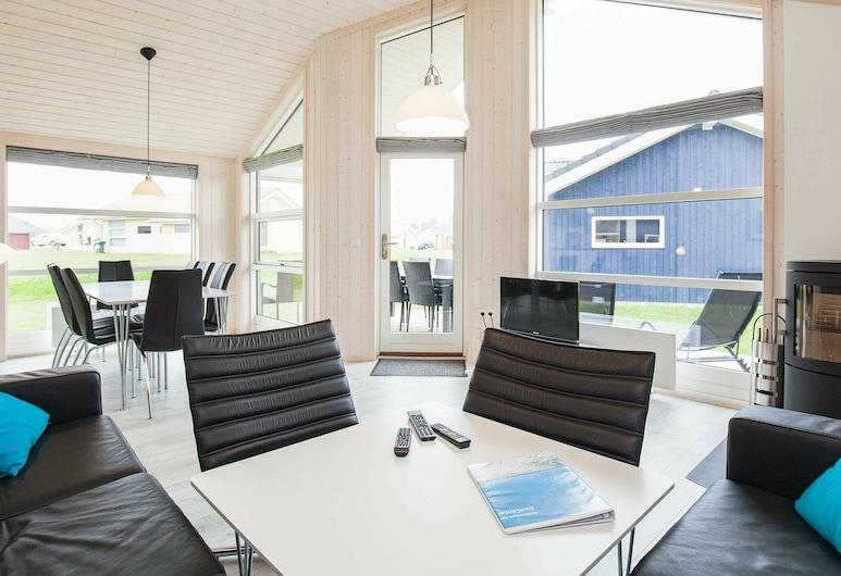 5 Star Holiday Home in Großenbrode, Grossenbrode, Elutuba