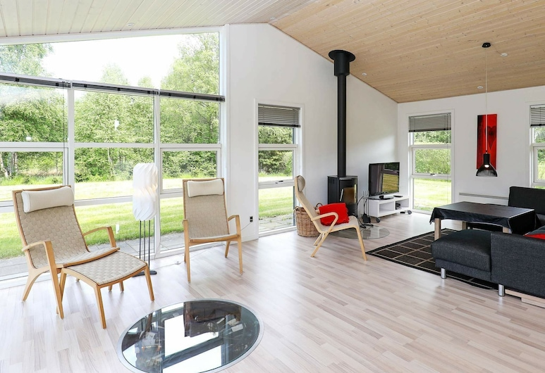 Alluring Holiday Home in Hals With Swimming Pool, Hals