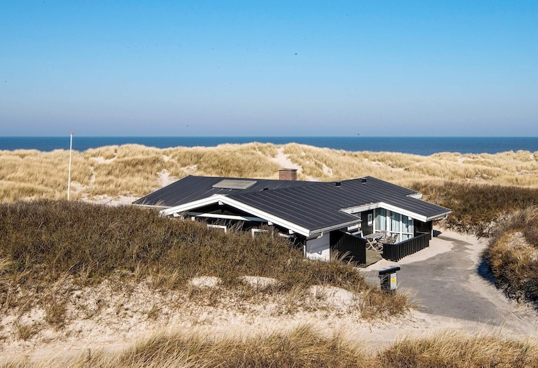 Peaceful Holiday Home in Henne Jutland With Sauna, Henne