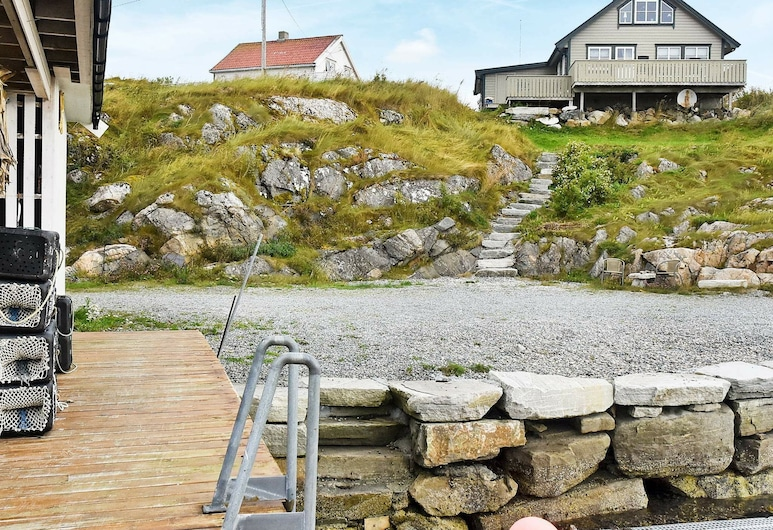 6 Person Holiday Home in Dyrvik, Froya, Property Grounds