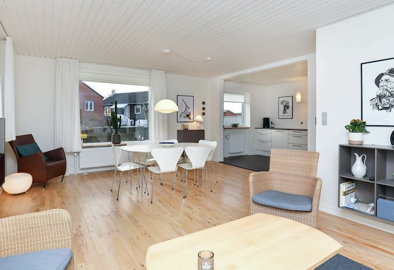 Modern Holiday Home in Jutland Denmark With Terrace, Skagen, ห้องนั่งเล่น