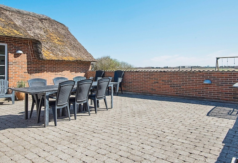 Tranquil Holiday Home in Ringkøbing With Terrace, Ringkobing
