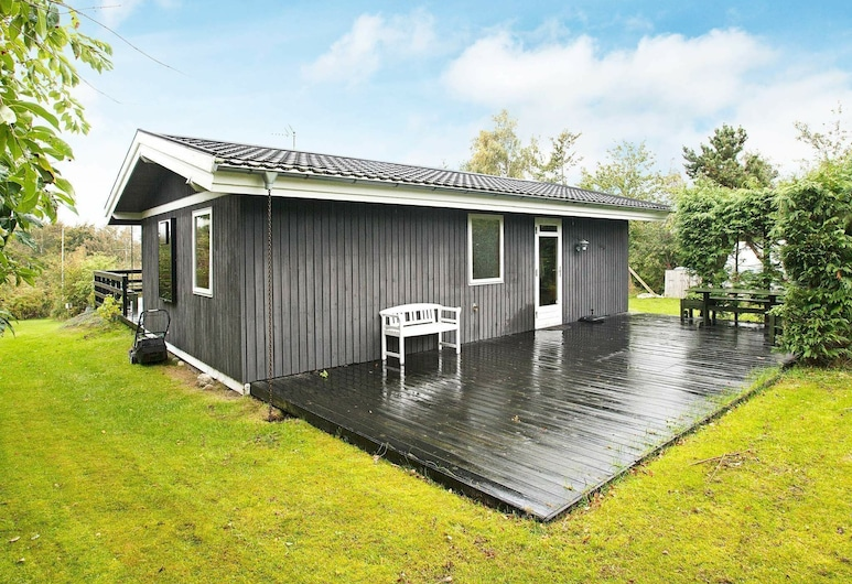 Pleasing Holiday Home in Glesborg With Terrace, Glesborg