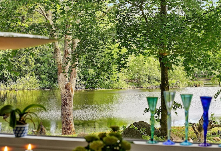 Beautiful Holiday Home in Bornholm Close to Lake, Ronne, Hotelli territoorium