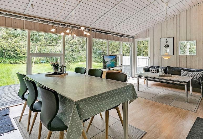 Quaint Holiday Home in Jutland With Swimming Pool, Glesborg, Habitación