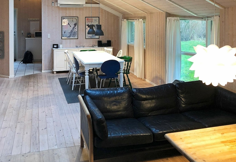 Attractive Holiday Home in Græsted With Sauna, Gilleleje, Stue