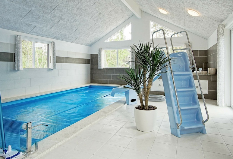 Charming Holiday Home in Nexø With Swimming Pool, 內克瑟, 游泳池