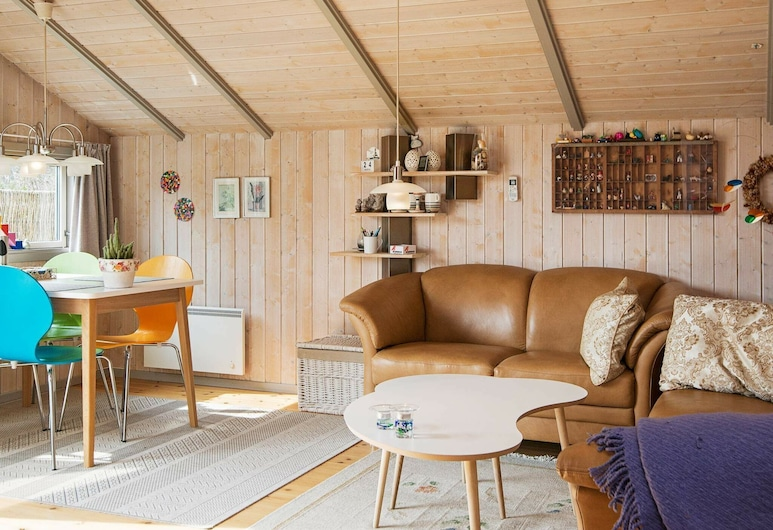 Charming Holiday Home in Oksbøl With Terrace, Oksbol, Living Room