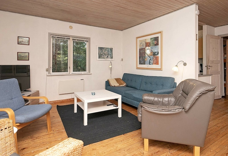 Tranquil Holiday Home in Jutland With Barbecue, Vejers Strand, Olohuone