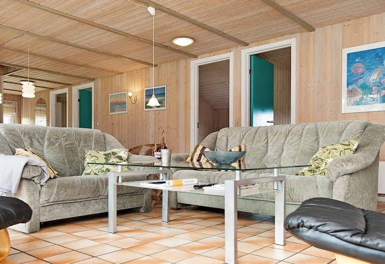 Amazing Holiday Home in Nordborg With Swimming Pool, Нордборг, Гостиная