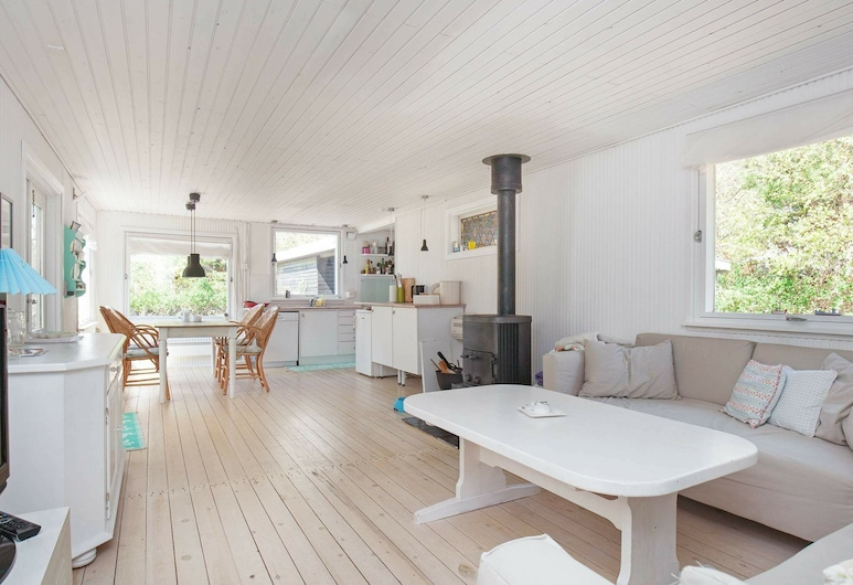 Modern Holiday Home in Vig Lyng With Garden, Vig, Stofa