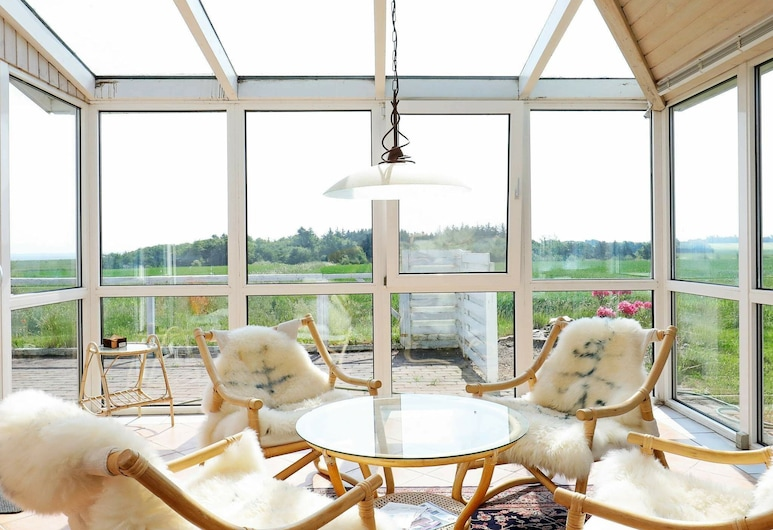 Elegant Holiday Home in Jutland With Terrace, Thyholm, Stue