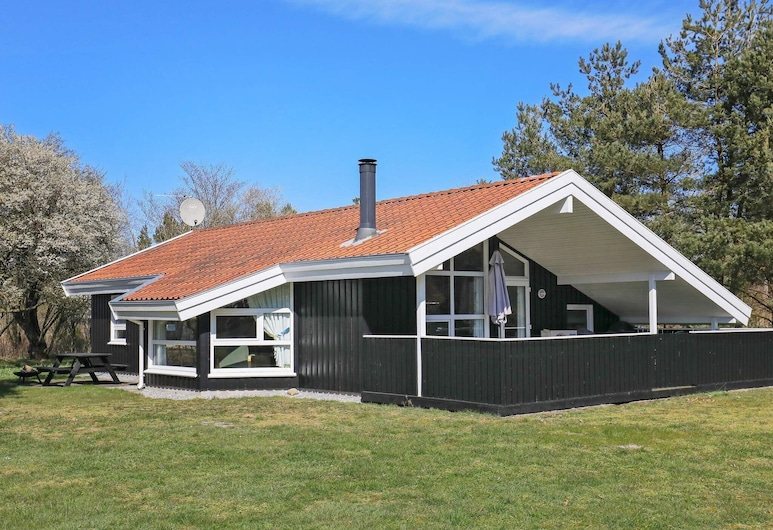 Modern Holiday Home in Jutland With Roofed Terrace, Jerup