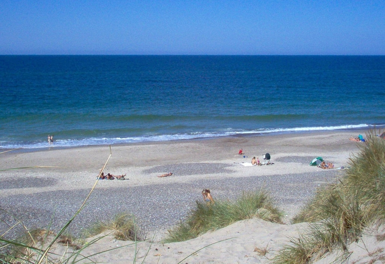Lush Holiday Home in Ringkobing With Swimming Pool, Ringkøbing, Strand