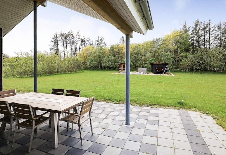 Homely Holiday Home in Spøttrup With Whirlpool, Spøttrup, Terrenos del establecimiento