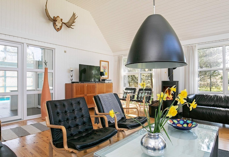 Comfy Holiday Home in Blåvand With Swimming Pool, Blavand, Wohnzimmer