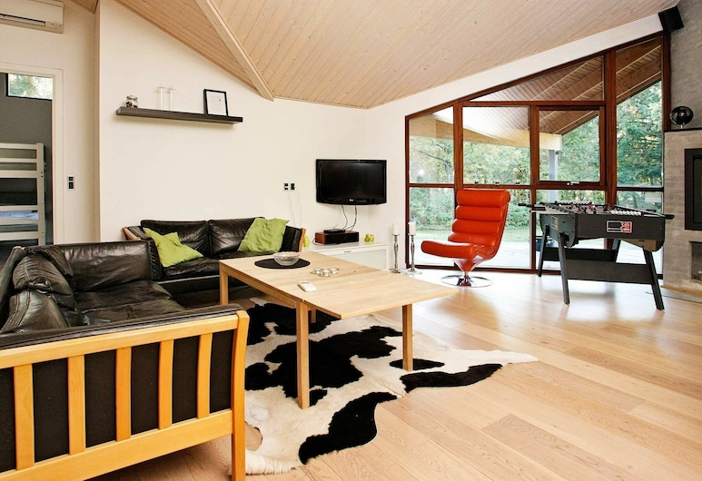 Gorgeous Holiday Home in Skals With Whirlpool, Skals, Living Room