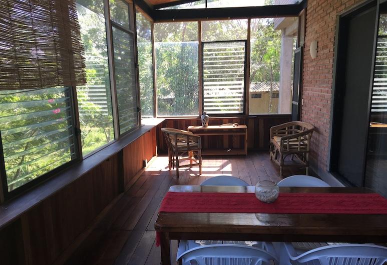. Double Bed, Queen Size, Small Kitchen, Terrace, Wi-fi- air Condition. Quiet, San Pedro Pochutla