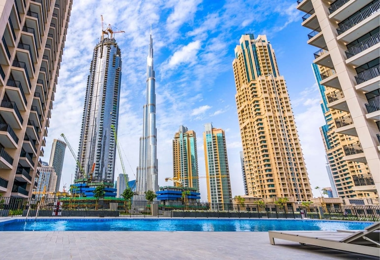 شقة فاخرة بمبيت وإفطار في بوليفارد كريسنت وسط المدينة, دبي, حمام سباحة