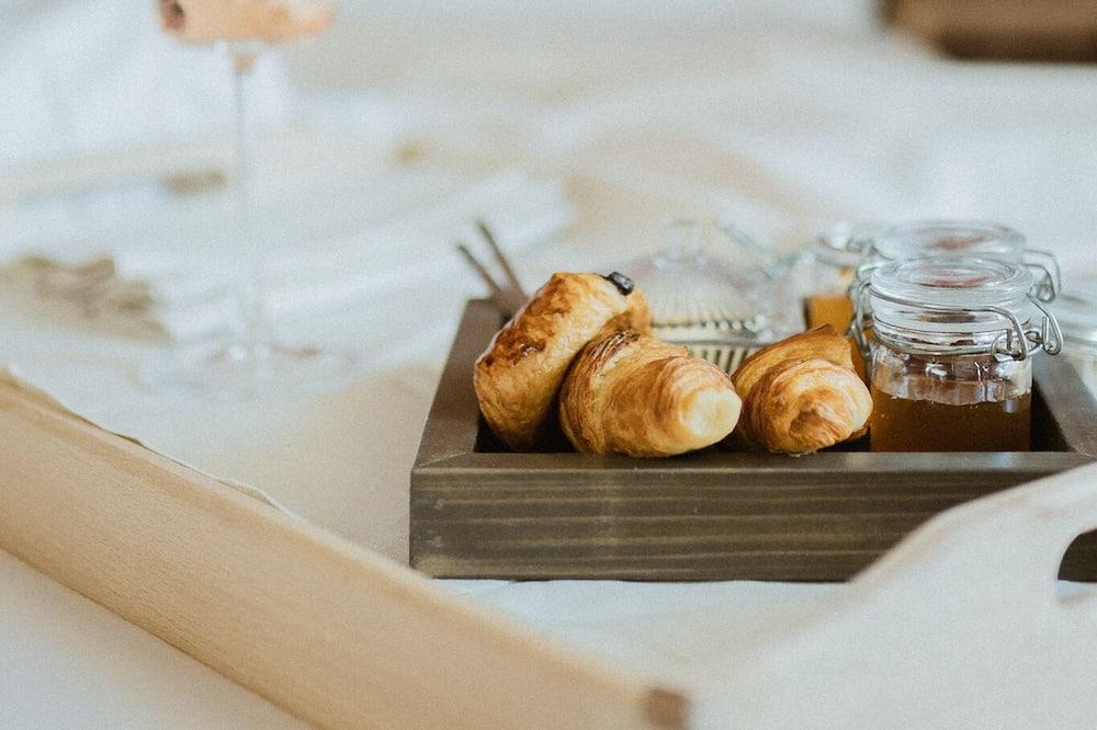 Signature Suite - In-Room Dining