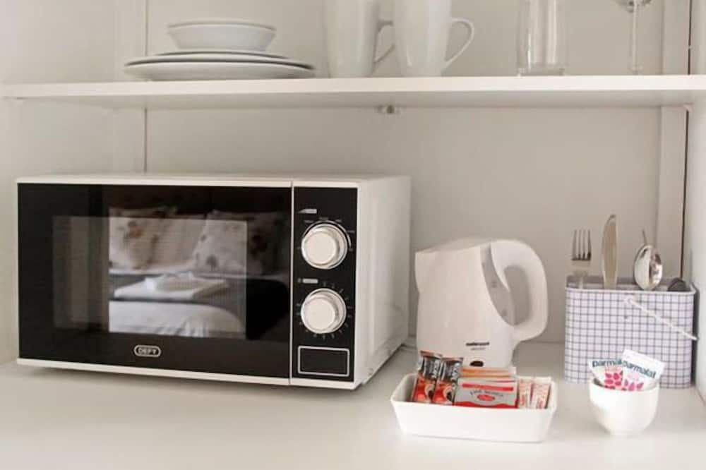 Deluxe Double Room - Microwave