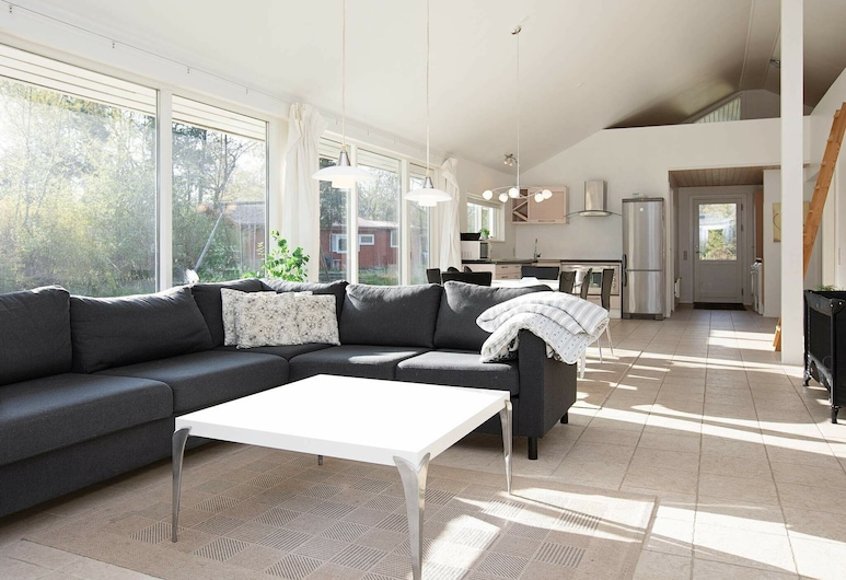 Tranquil Holiday Home in Gedser With Sauna, Gedser, Living Room