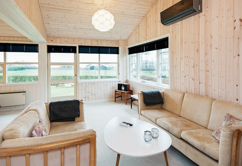 Vibrant Holiday Home in Juelsminde Near Sea, Horsens