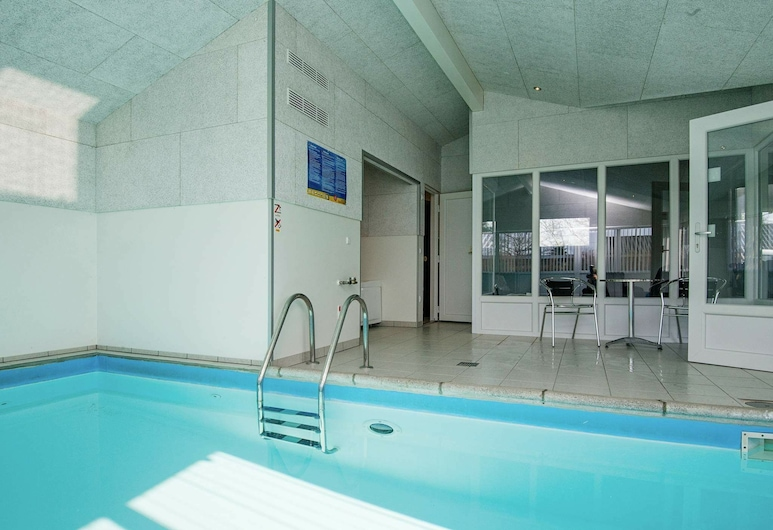 Spacious Holiday Home in Børkop With Swimming Pool, Borkop, Piscina