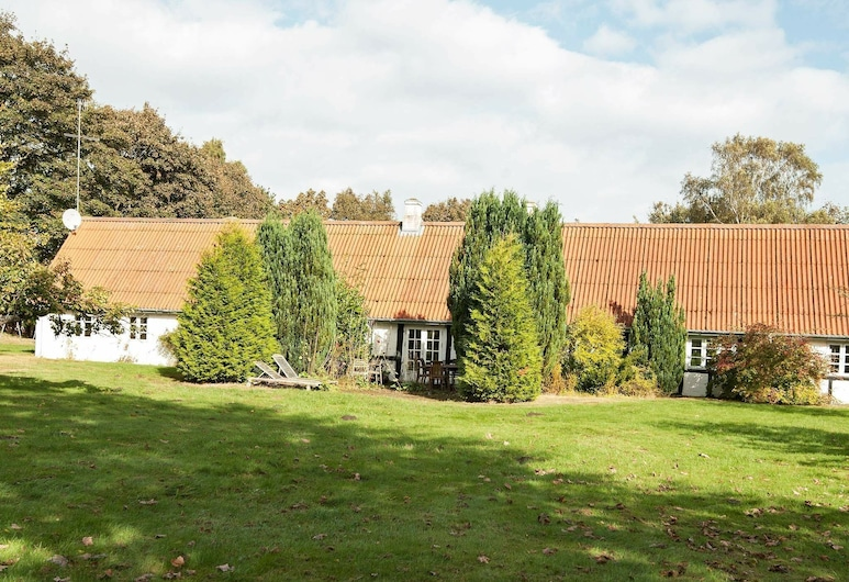 Luxurious Holiday Home in Grenaa With Jacuzzi and Sauna, Grenaa, Property Grounds
