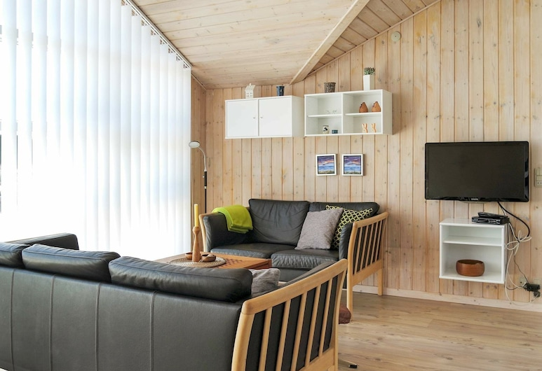 Lavish Holiday Home in Hadsund Near Sea, Hadsund, Wohnzimmer