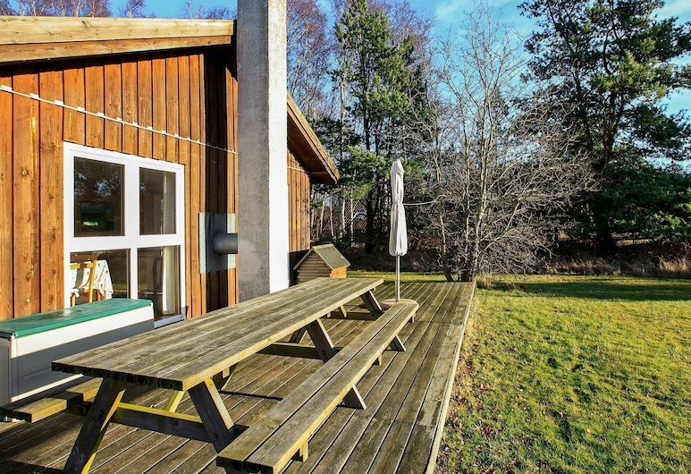 Charming Holiday Home in Laeso Denmark With Terrace, Læsø, Rõdu