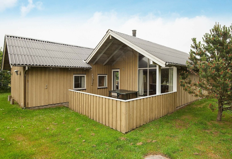 Luring Holiday Home in Blavand With Terrace, Blavand