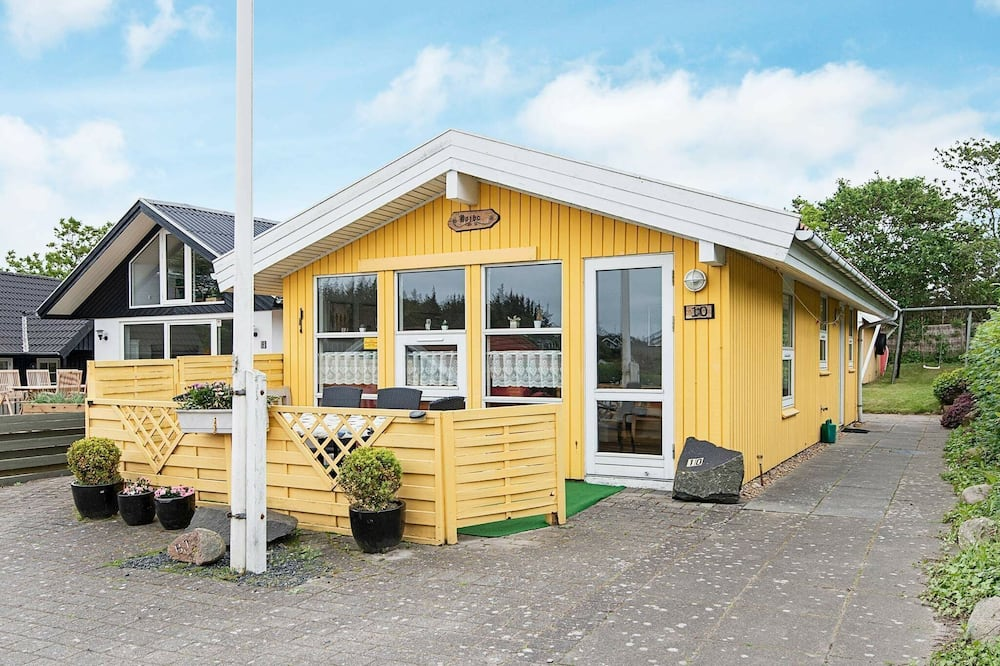 Pleasing Holiday Home in Esbjerg Near Sea